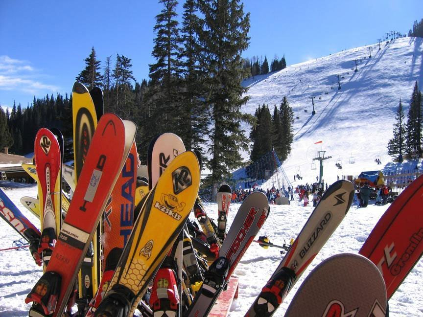 Skis and snowboards at ski apache